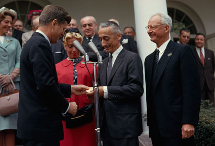 Jacques-Cousteau-and-President-Kennedy-photo.jpg