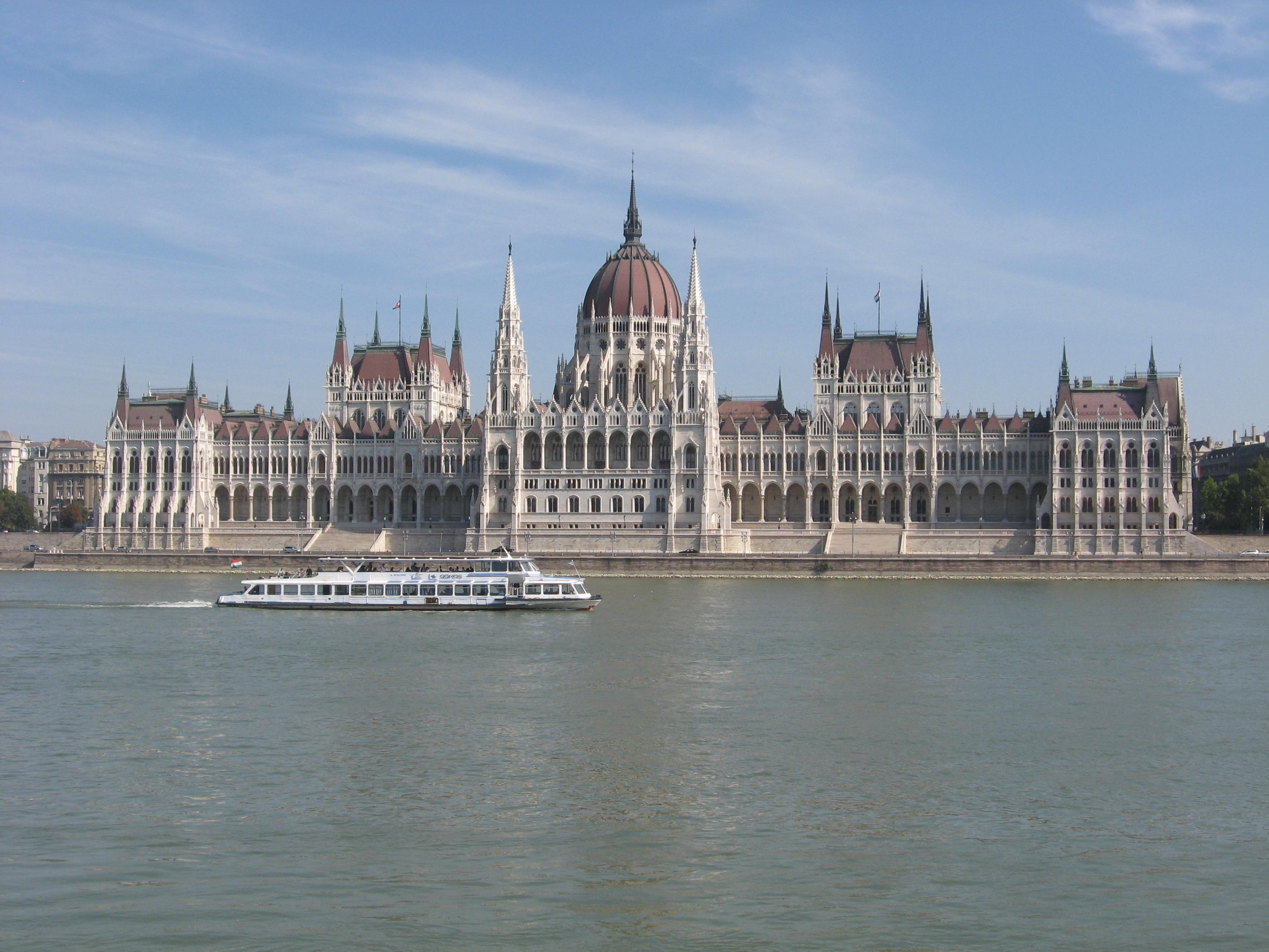 Parliamentbudapest.JPG