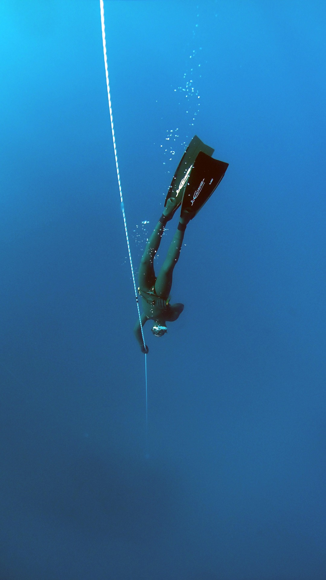 freediving-1383104_1920.jpg