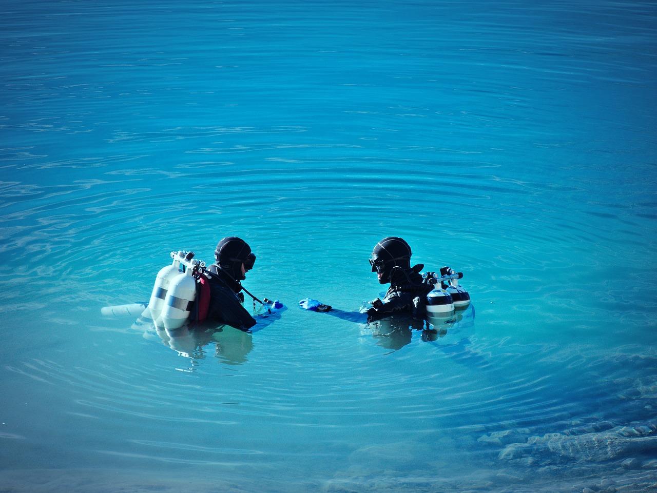 divers-2824866_1280.jpg