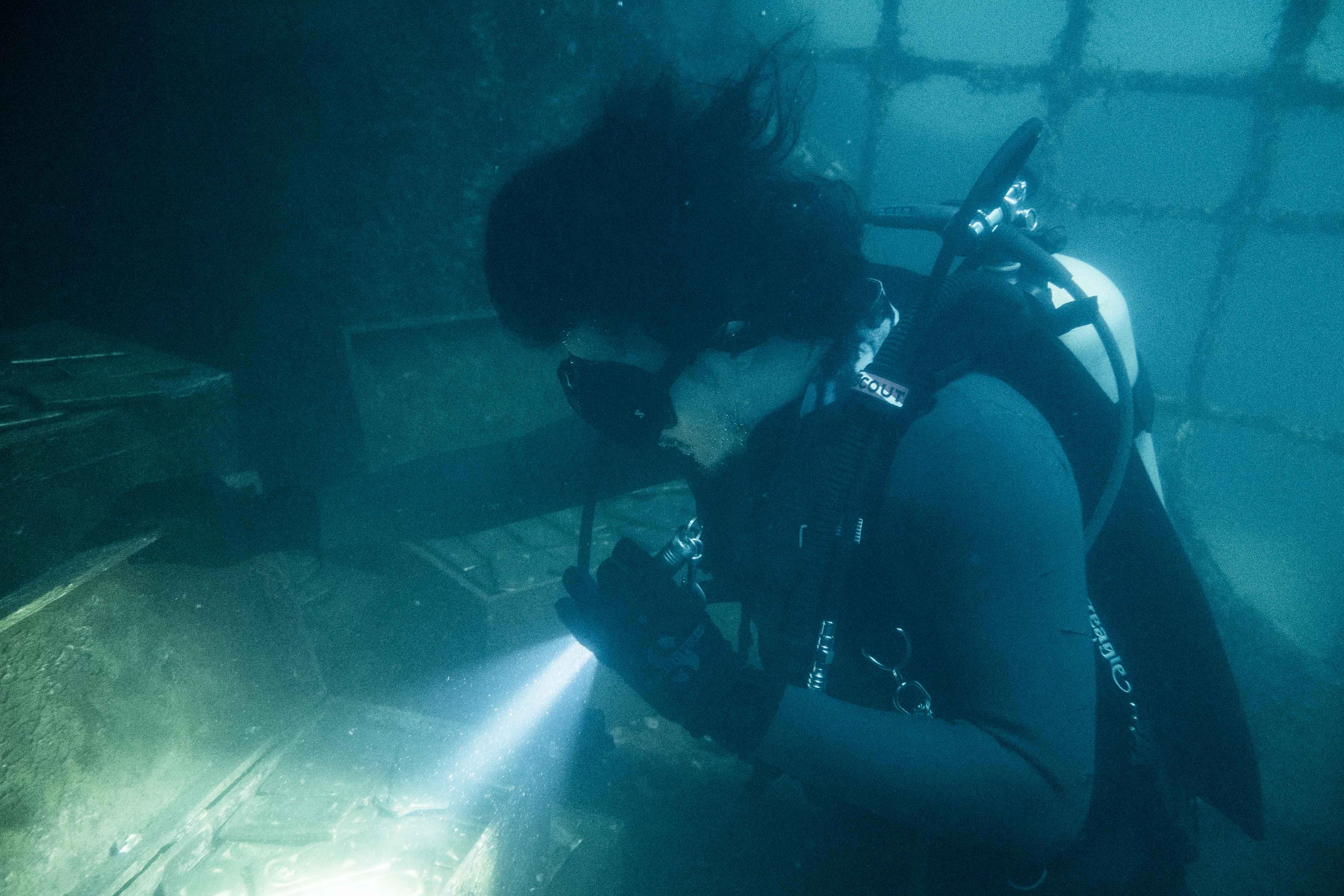 余文樂說水底窒息感太強烈 又看不見 像進入黑洞.JPG
