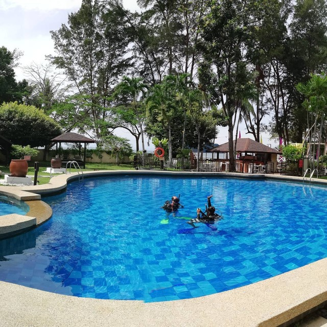 Perfect place to learn scuba diving with us. Get your certification course now or just try dive for a day. 😊😊 #downbelowmarineandwildlife #divewithdownbelow #divewithme #livingthedream #iampadiinstructor