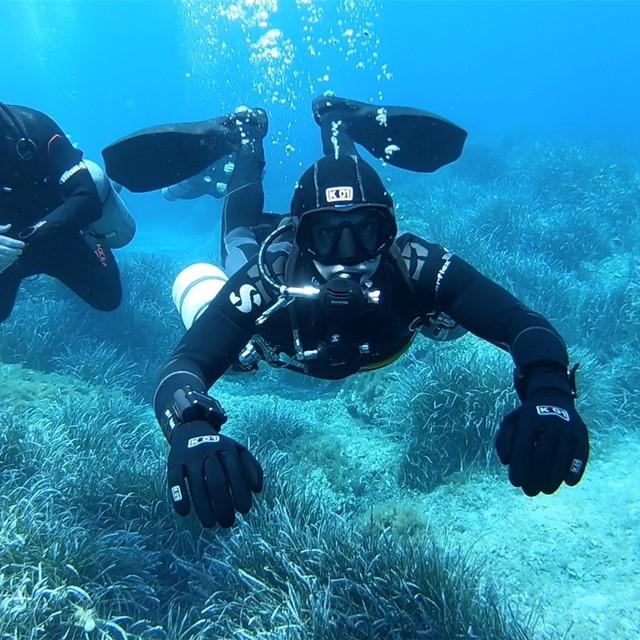Sidemount training at Hondhoq Reef